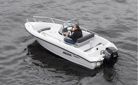 Man boating with Bella 485 R.